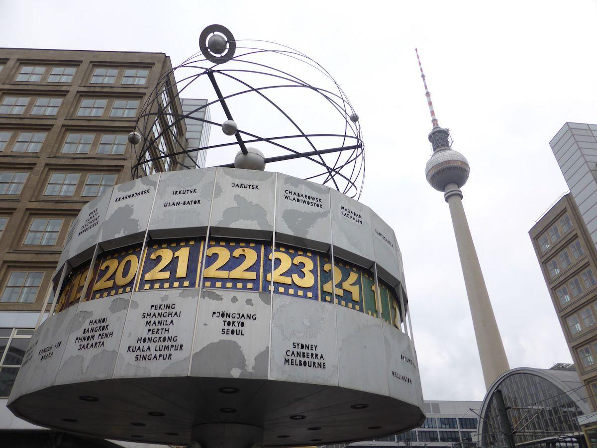 weltuhr in berlin